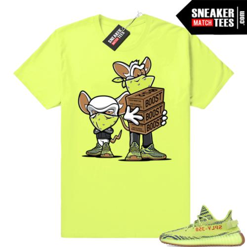 Yeezy Boost 350 V2 Frozen yellow sneaker shirt