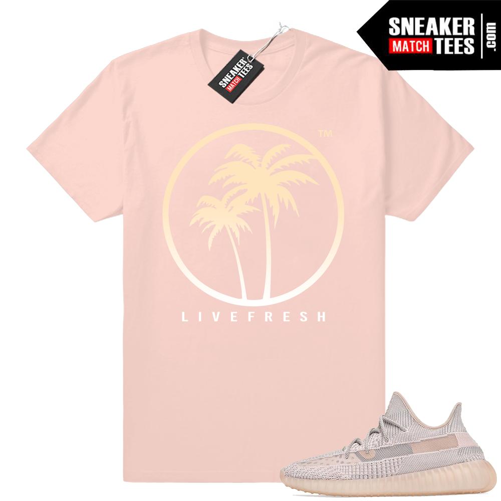 Sneaker match Yeezy Palm logo tee
